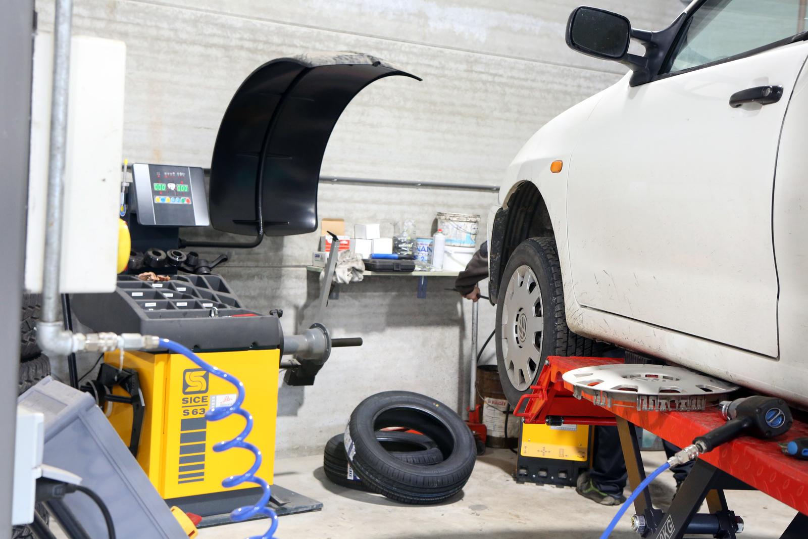 tarif equilibrage pneu quelques liens utiles tarif de pneus tarifs montage pneus tarif pneus v. Black Bedroom Furniture Sets. Home Design Ideas